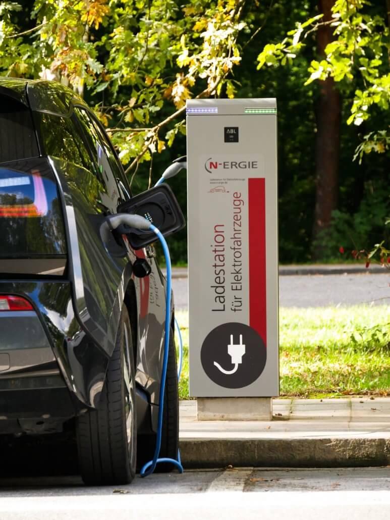 Opladen elektrische auto laadpaal
