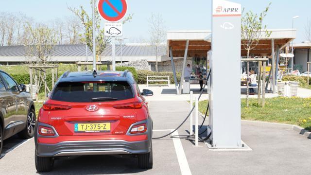 Review AutoWeek Elektrische Auto naar Noord-Spanje laadpaal Frankrijk