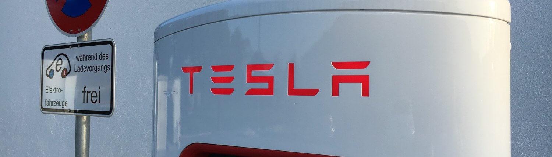 Tesla snellaadpaal Duits