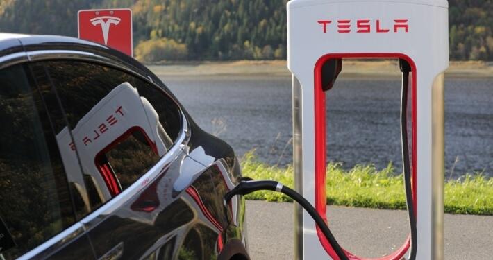 Tesla snellaadpaal buitenland