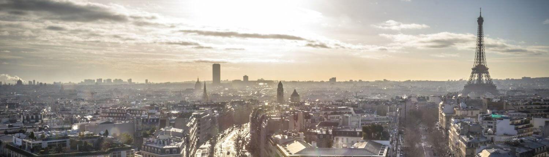 Parijs zonneschijn na regen herfst eiffel toren