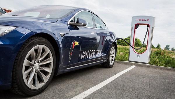 Van der Valk Hotels met laadpaal - Tesla met Toekan