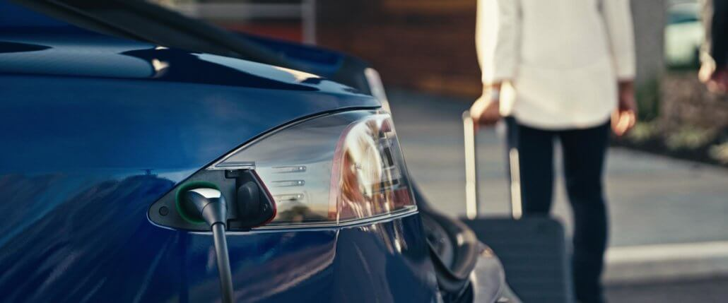 Elektrische auto parkeren bij Eindhoven Airport