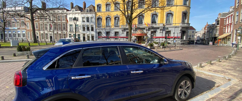 Elektrische auto bij Hotel Des Indes - Lange Voorhout Den Haag
