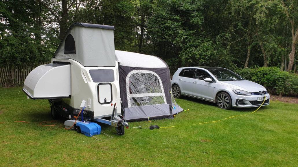 Met elektrische auto en caravan naar de camping