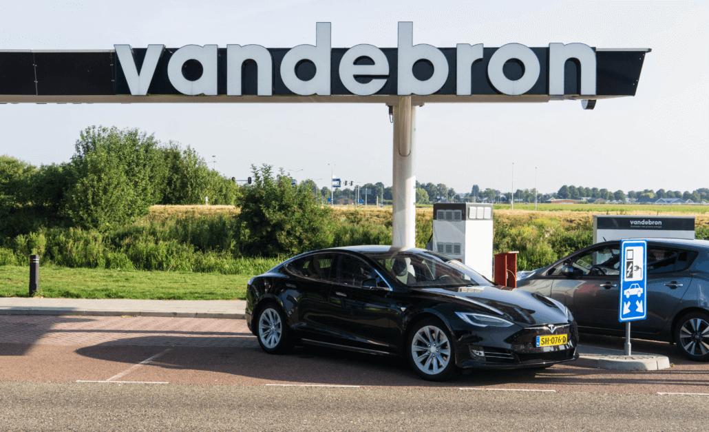 Interview: VandeBron over de laadpas voor op vakantie