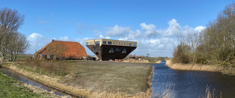 Boerderij op z'n kop gebouwd - project Lânskip