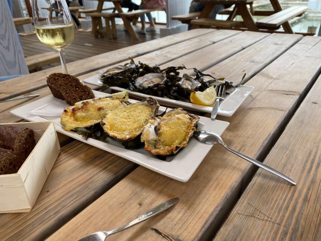 Proeverij van oesters bij de Oesterij in Yrseke