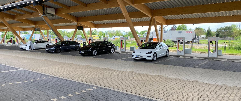 Tesla Superchargers Hilden Kreuz langs A3 Duitsland