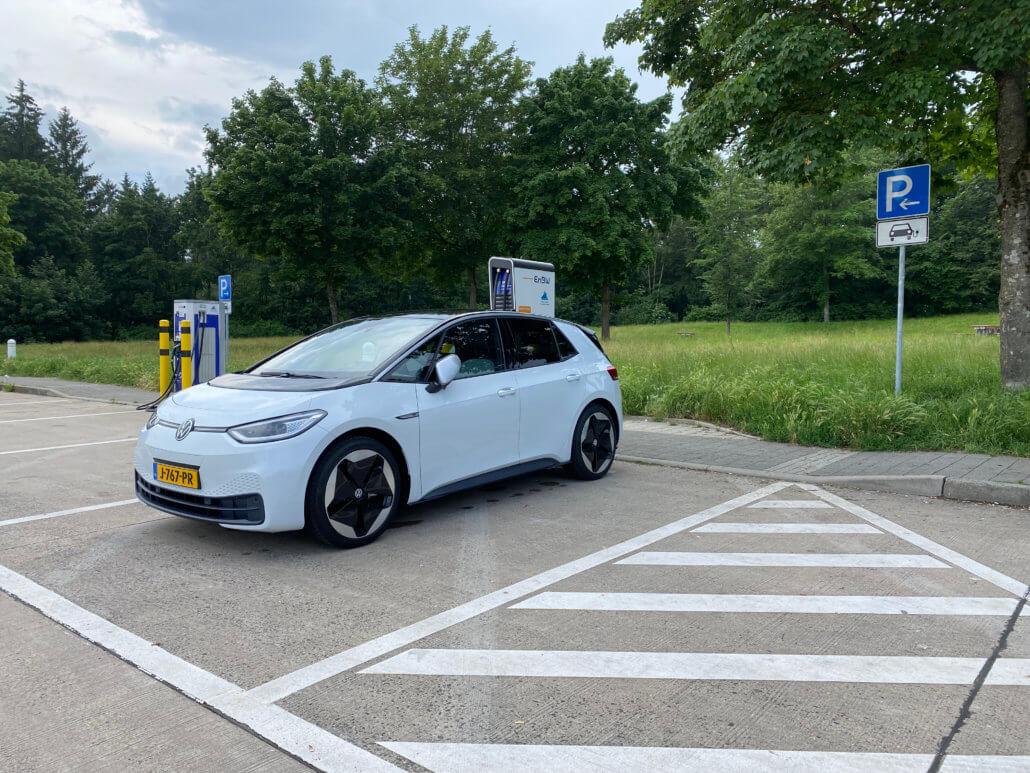 Snelladen Volkswagen ID.3 elektrische auto bij EnBW Duitsland