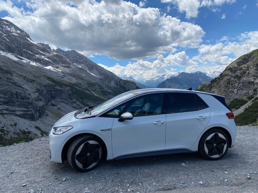 Met de elektrische auto rijden in de bergen