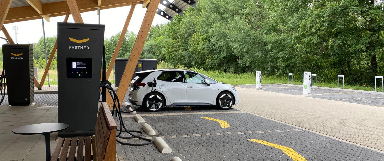 Volkswagen ID.3 snelladen onderweg naar vakantie bij Fastned Hilden