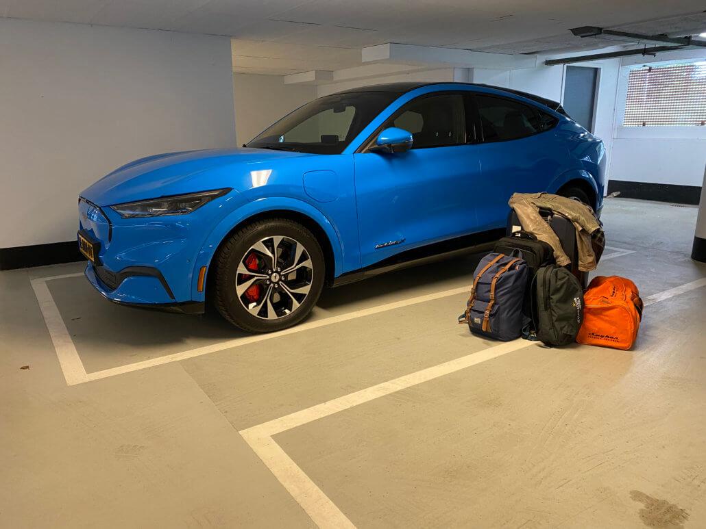 Mustang Mach-E inpakken voor vakantie naar Zwitserland