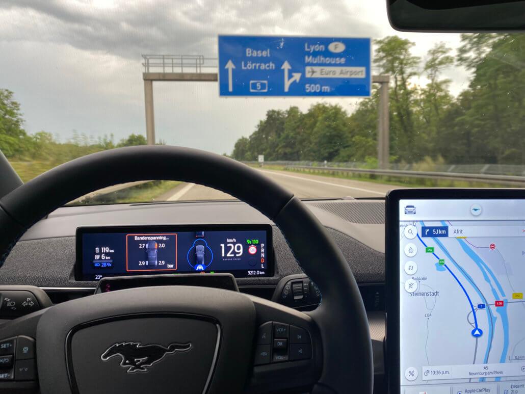 Autobahn A5 richting Bazel - Mustang Mach-E
