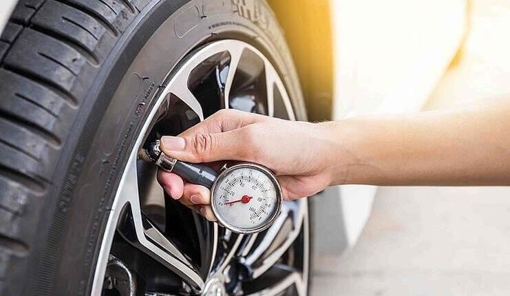Bandenspanning elektrische auto controleren