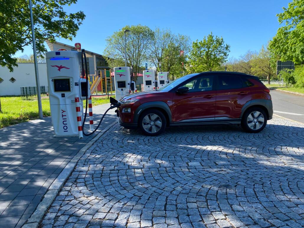 Hyundai Kona Electric bij IONITY in Zuid-Duitsland