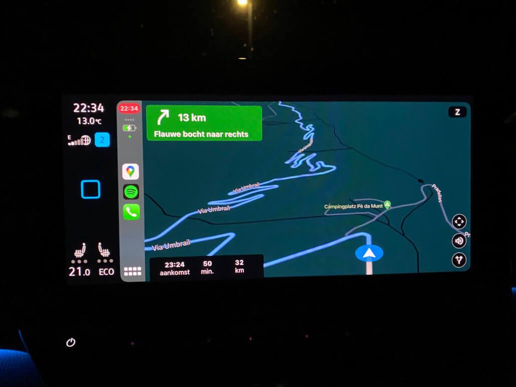 Google Maps navigatie elektrische auto in de bergen