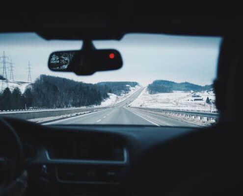 Met elektrische auto op wintersport