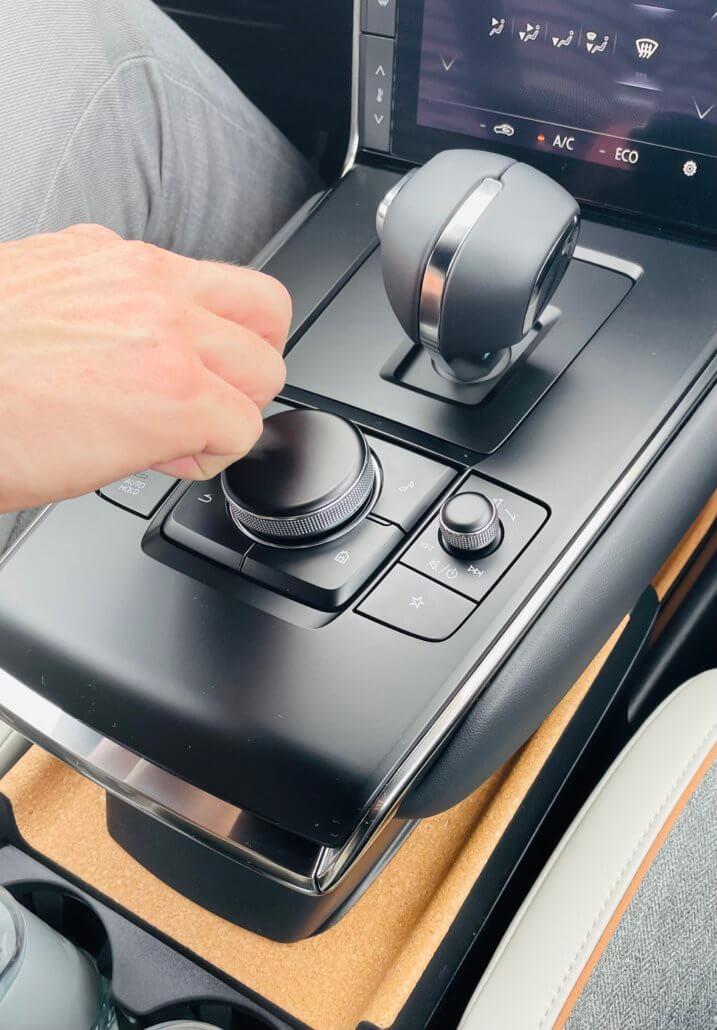 Het kurk dat in het middenconsole is verwerkt van de Mazda MX-30